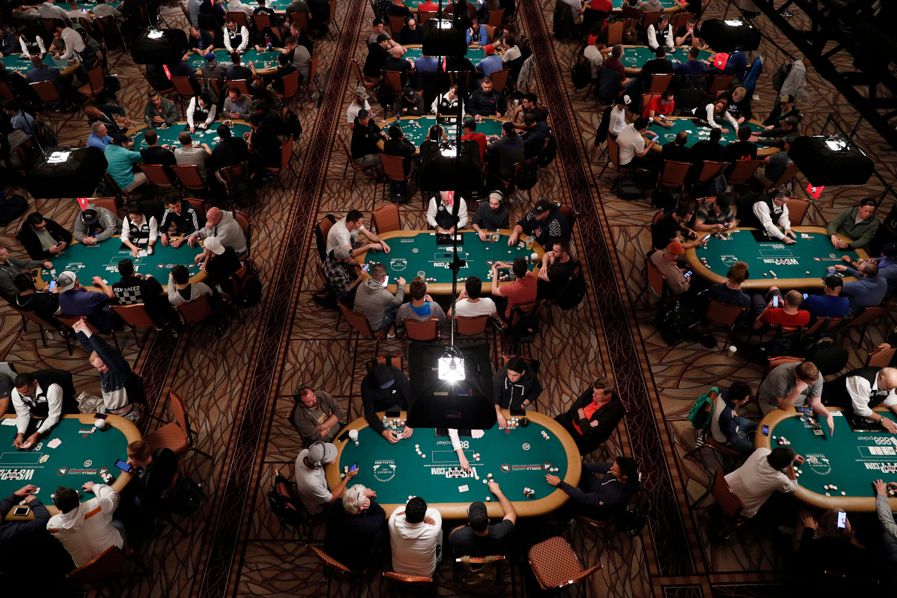 To Play Poker in a Pandemic, Americans Flee the U.S. - The New York Times